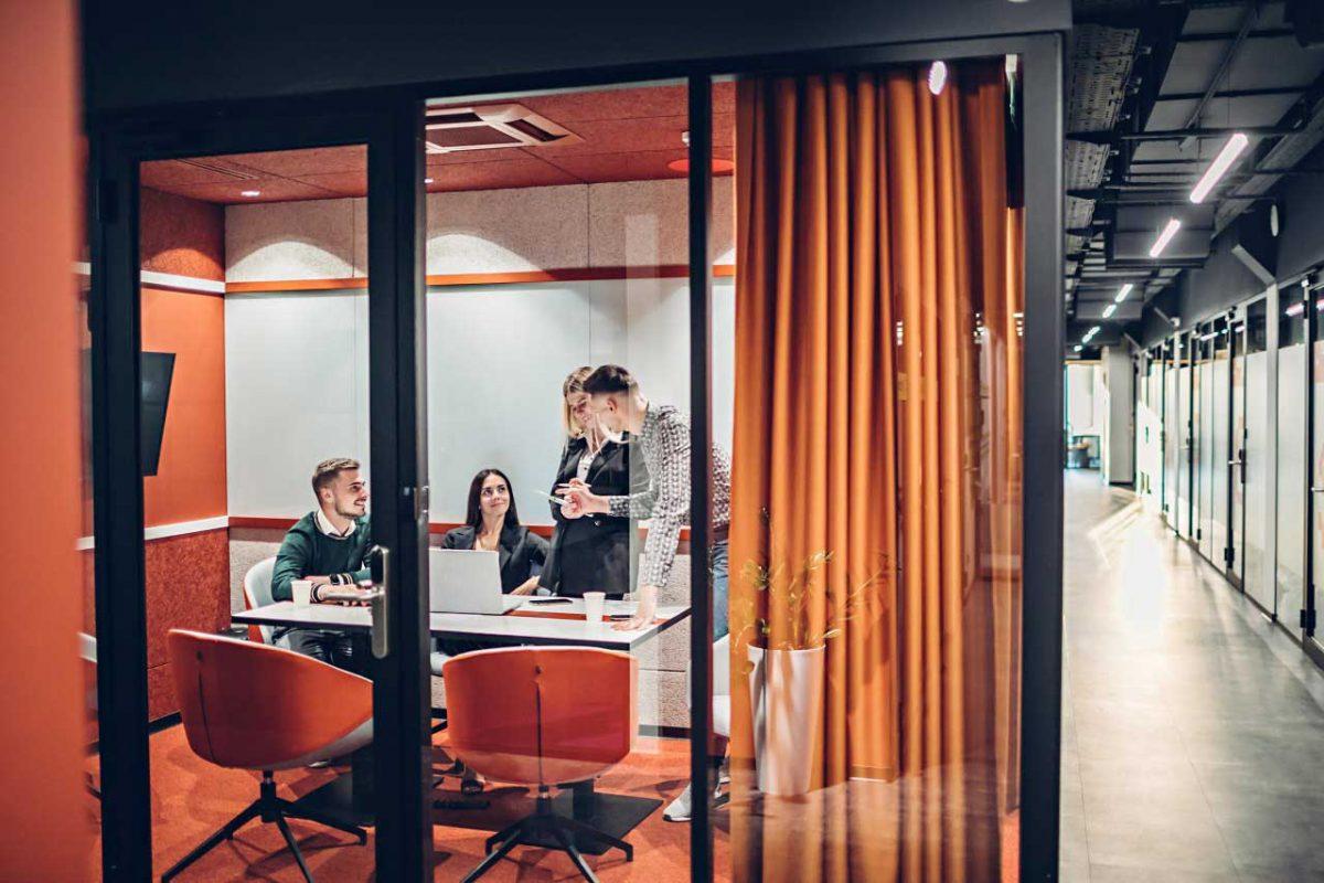 комната для переговоров с людьми